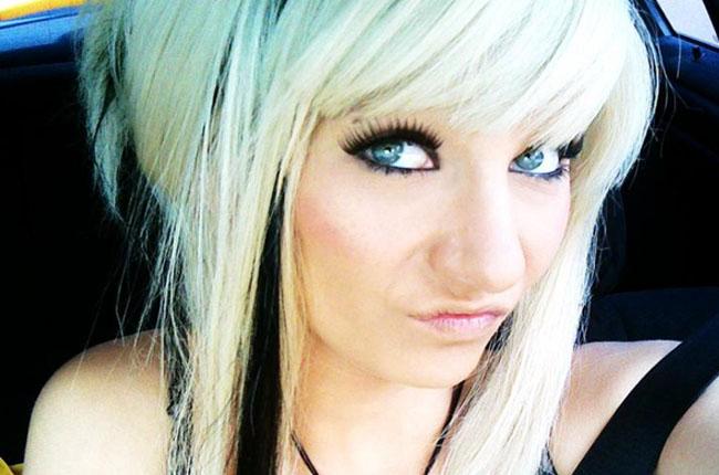 heisse-blondine-zeigt-alles-vor-einer-gratis-webcam